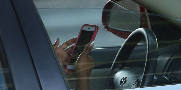 CAA-Québec veut serrer la vis aux utilisateurs de cellulaire au