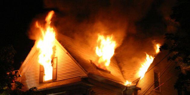 Sauvés des flammes par des jeunes hommes qui revenaient d'une soirée de