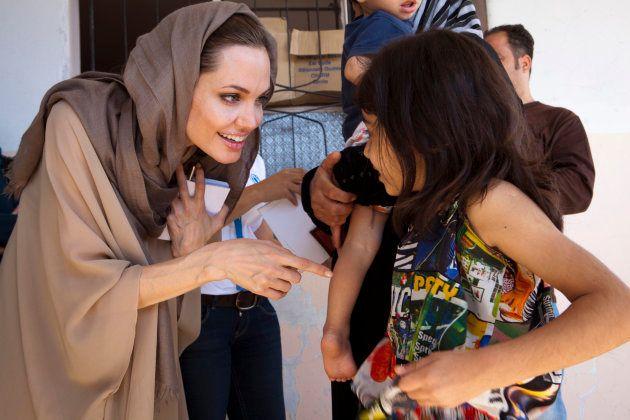 Angelina Jolie rencontre des réfugiés syriens dans la vallée de Bekaa au Liban.