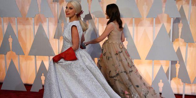 Lady Gaga habillée d'une robe créée par Azzedine Alaïa pour les Oscars, en 2015.