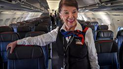 La plus vieille hôtesse de l'air au monde est toujours aussi
