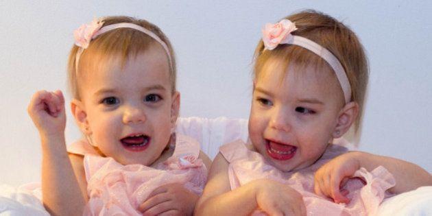 La famille de jumelles atteintes de paralysie cérébrale demande de