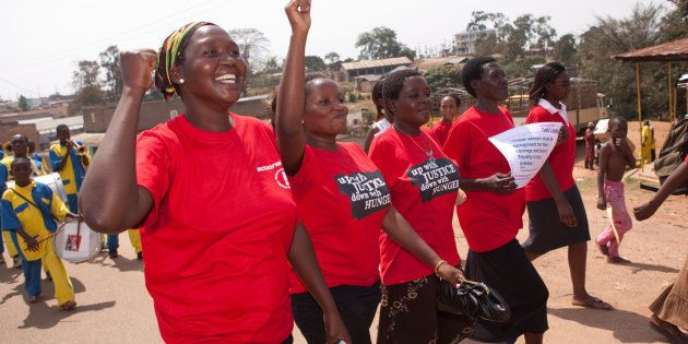 Notre gouvernement s'est engagé à verser 650millions de dollars en soutien aux programmes qui offrent des coursd'éducation sexuelle aux filles et aux garçons, de planification familiale et de contraception, ainsi que de prévention et d'intervention en matière de violence sexuelle et fondée sur le genre.