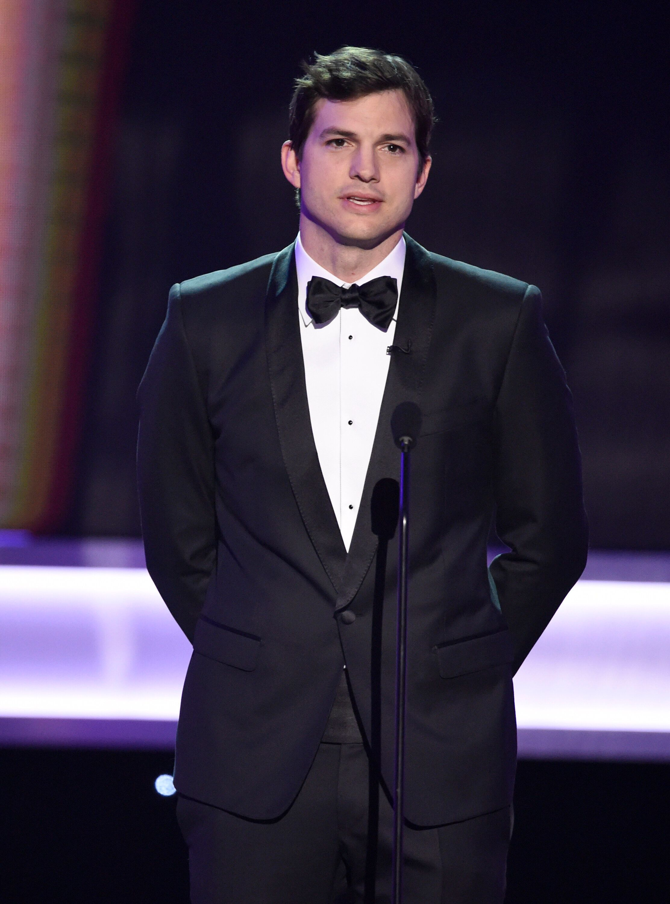 Ashton Kutcher presents the award for outstanding performance by a female actor in a comedy series at the 23rd annual Screen Actors Guild Awards at the Shrine Auditorium & Expo Hall on Sunday, Jan. 29, 2017, in Los Angeles. (Photo by Chris Pizzello/Invision/AP)