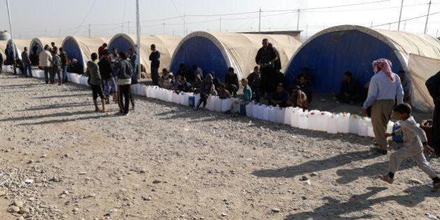 Internally displaced Iraqis, who fled the ongoing figthing between Islamic State (IS) group jihadists...
