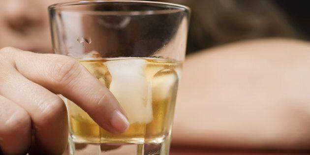 Une femme qui boit est-elle admissible à une greffe du foie