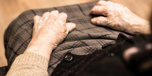 Une femme de 93 ans passe 2 nuits en prison après avoir été expulsée de son logement pour personnes