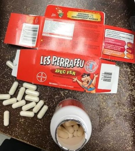 Découverte de capsules non identifiées dans une bouteille de multivitamines «Les Pierrafeu avec