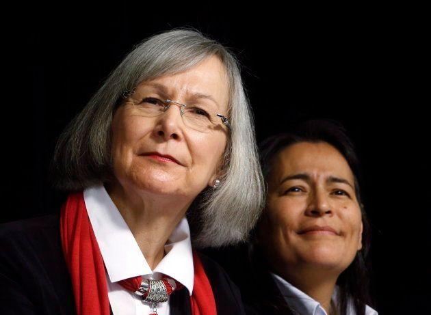 Marion Buller (gauche), commissaire en chef de l'Enquête nationale sur les femmes et les filles autochtones...