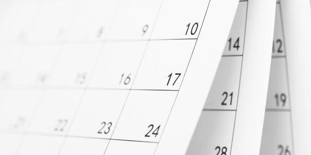 Ce calendrier nu célèbre les hommes gais avec des corps