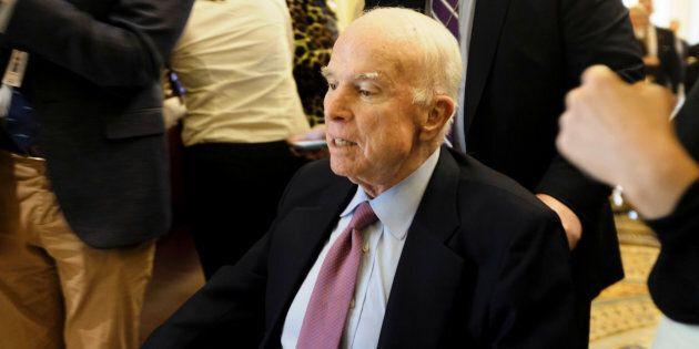 Le sénateur John McCain envisage de reprendre le travail après les
