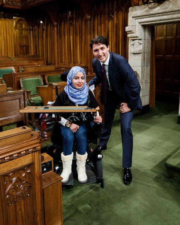Marwa Harb lors de sa rencontre avec Justin Trudeau à la Colline Parlementaire.