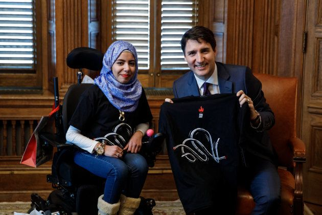 Marwa Harb a offert un t-shirt de la collection King Jay au premier