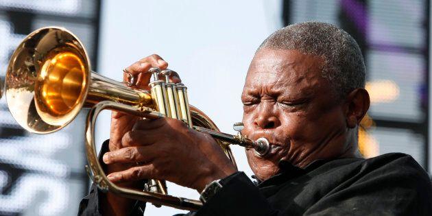 Le jazzman sud-africain Hugh Masekela meurt d'un cancer à l'âge de 78