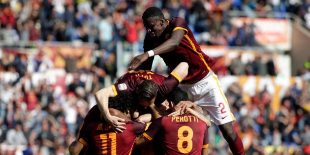 Football Soccer - AS Roma v Napoli - Italian Serie A - Olympic Stadium, Rome, Italy - 25/04/16 AS Roma's...