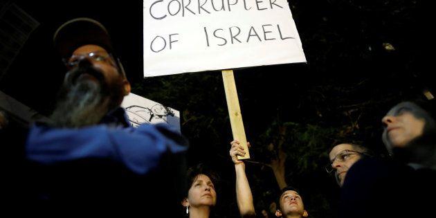 Ces derniers mois, ce sont les enquêtes impliquant directement le premier ministre qui ont retenu l'attention du public israélien.
