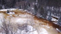 D'impressionnantes images du débordement de la rivière du diable à Mont-Tremblant captées par un