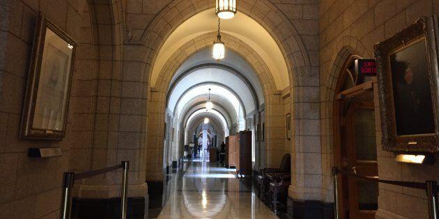 Une cellule secrète au bureau de Trudeau enquête sur le