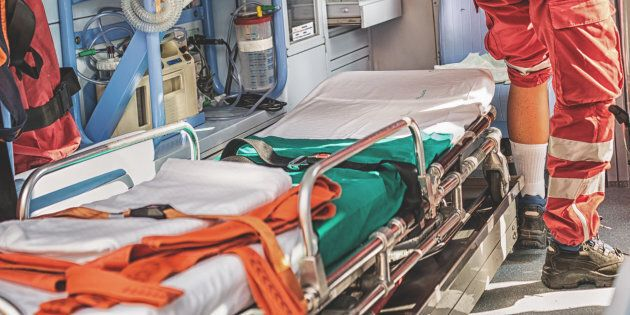 Québec est interpelé au sujet des parents à bord des ambulances
