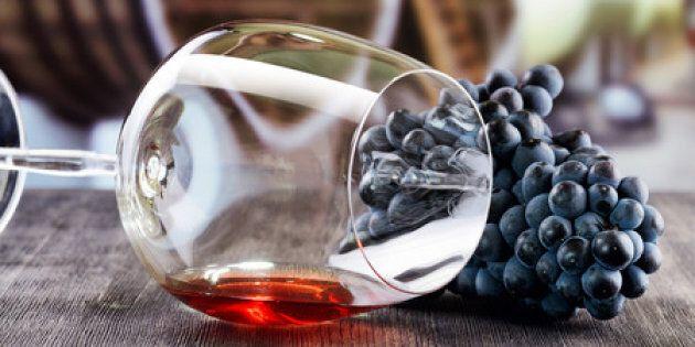 Grappe de raisins et verre de vin