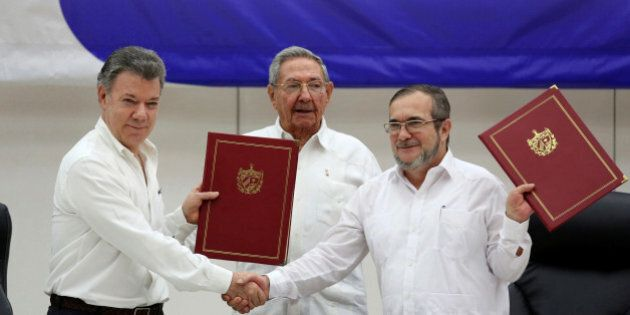 Cuba's President Raul Castro (C), Colombia's President Juan Manuel Santos (L) and FARC rebel leader Rodrigo...