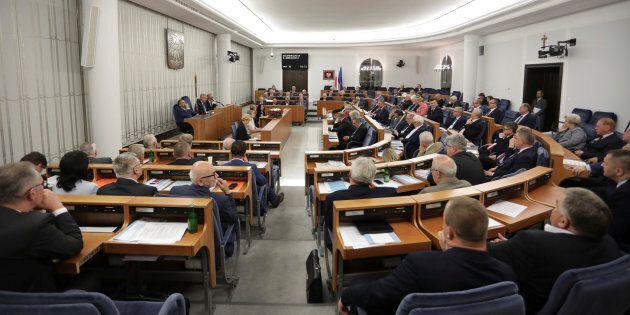 Le Sénat polonais adopte une loi controversée sur la