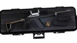 Trois hommes accusés d'avoir vendu illégalement plus de 100 fusils