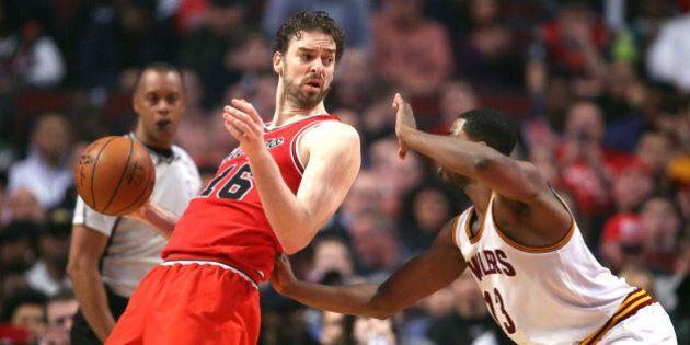 Apr 9, 2016; Chicago, IL, USA; Chicago Bulls center Pau Gasol (16) backs down Cleveland Cavaliers center...