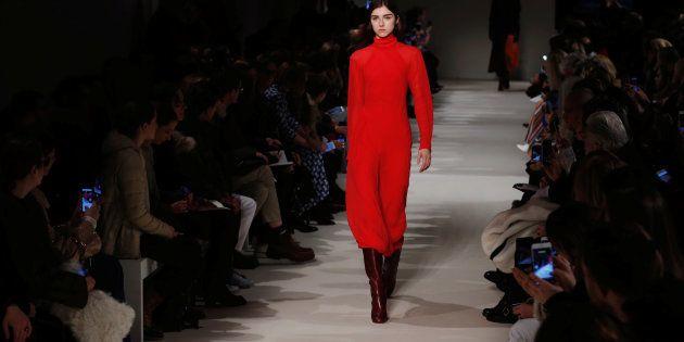 Victoria Beckham présente une nouvelle collection de vêtements à la Fashion