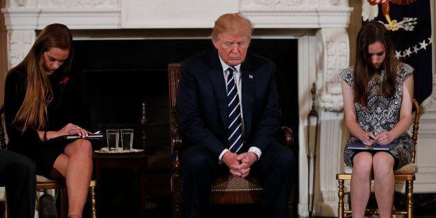 Trump promet aux rescapés de Floride des mesures «fortes» sur le contrôle des