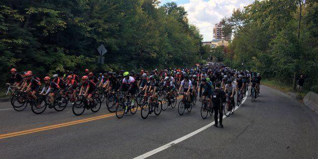 Des cyclistes avaient occupé la voie Camillien-Houde au lendemain du décès de Clément