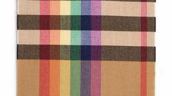 Le célèbre tartan Burberry se décline aux couleurs de l'arc-en-ciel pour une bonne