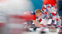 Le Canada reste invaincu en curling masculin grâce à une victoire contre la