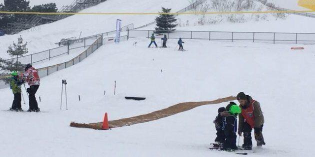 La Pente-à-Neige au Parc Ignace-Bourget à Montréal offre une initiation aux plaisirs d'hiver en milieu