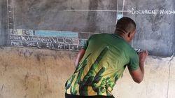 Ce professeur d'informatique ghanéen enseigne Microsoft Word... sur un tableau