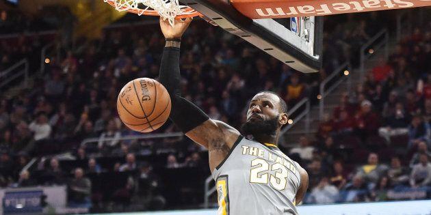 Même si vous n'aimez pas le basketball, ce geste de LeBron James vous jettera par