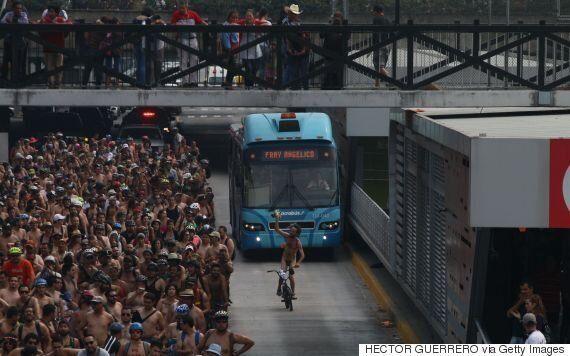 Des centaines de cyclistes nus à Mexico pour dénoncer leur vulnérabilité sur la route