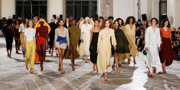 Jacquemus réchauffe la semaine de la mode avec une collection sur le thème du