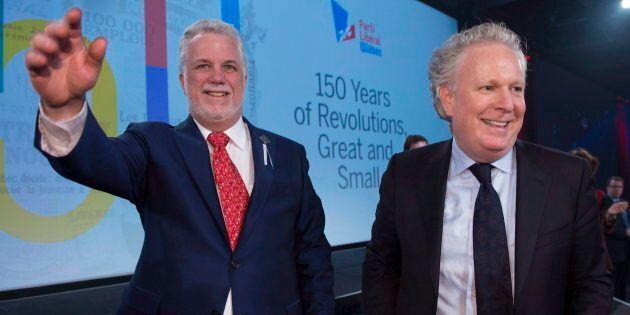 Le premier ministre du Québec, Philippe Couillard, et l'ancien premier ministre, Jean Charest, lors des célébrations du 150e anniversaire du Parti libéral du Québec, le 25 novembre 2017.