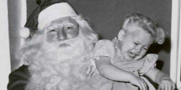 Il collectionne les pires photos de pères Noël