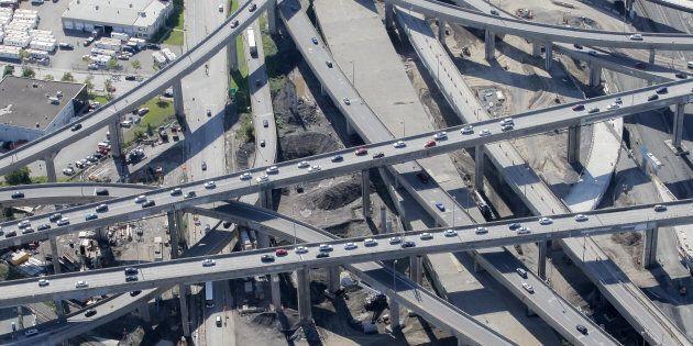 Québec ralentit ses investissements dans les autoroutes de