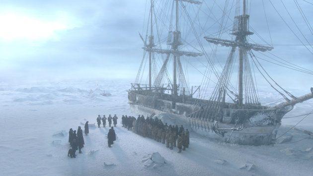 Piégés dans la glace, les membres de l'expédition menée par Sir John Franklin vont être confrontés à...