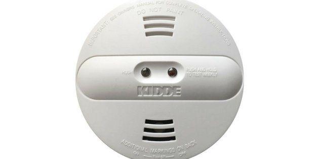 Les consommateurs ne devraient pas tenter de démonter le détecteur, d'ouvrir le couvercle ou de retirer...
