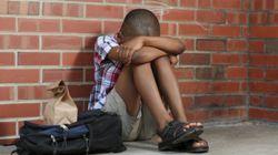 Le harcèlement scolaire subi par ce petit garçon bouleverse Twitter (ce qui le pousse à porter