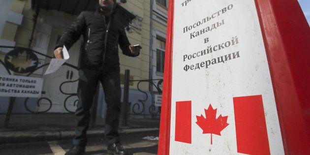 Moscou riposte et expulse à son tour des diplomates