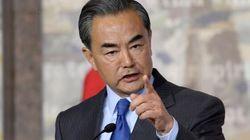 Le ministre chinois des Affaires étrangères goûte à la liberté de