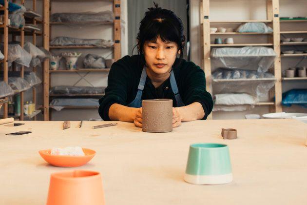 Un cours de poterie à l'Atelier Make.