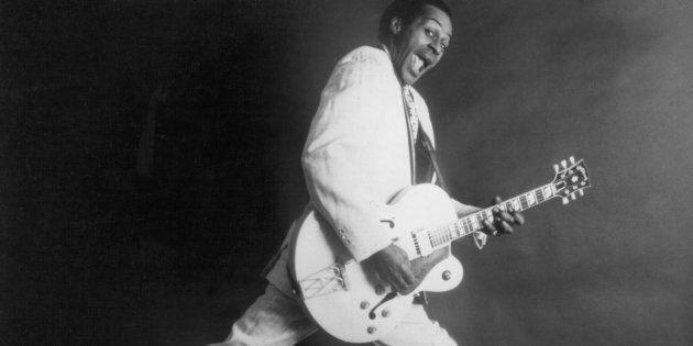 Chuck Berry avec sa guitare hollowbody de Gibsonen