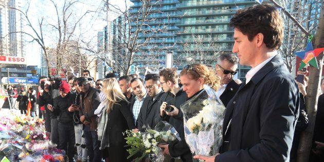 Des milliers de personnes se rassemblent à la mémoire des victimes de