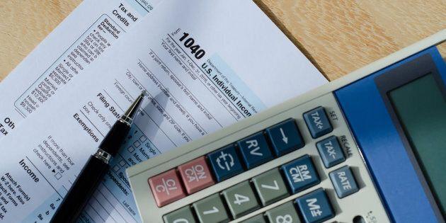 Les Canadiens paient maintenant moins d'impôts sur le revenu que les
